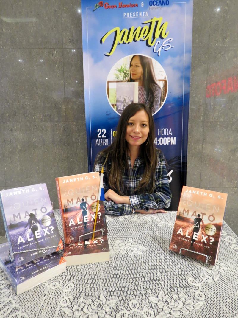 Firma de Libros con Janeth G. S. en Gran Morrison de ElDorado